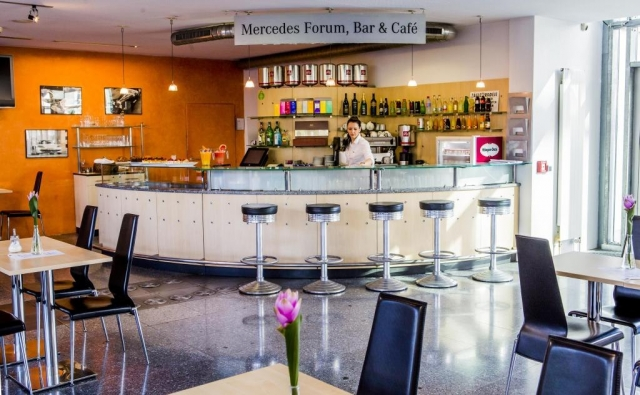 Mercedes Restaurant Bar & Café