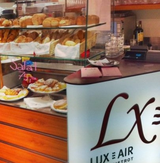 Cafe Lux=Air